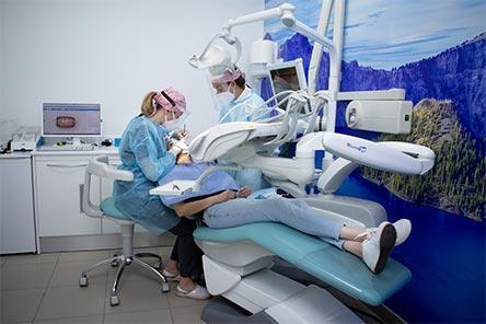 Equipo de dentistas profesionales