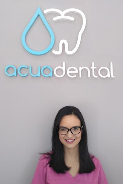 Laura, auxiliar de clínica dental